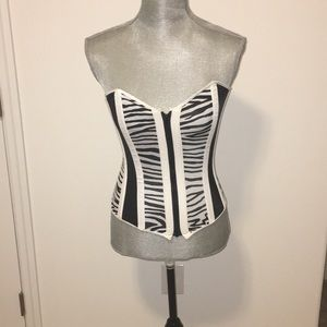 Tops - NWOT Black and white corset